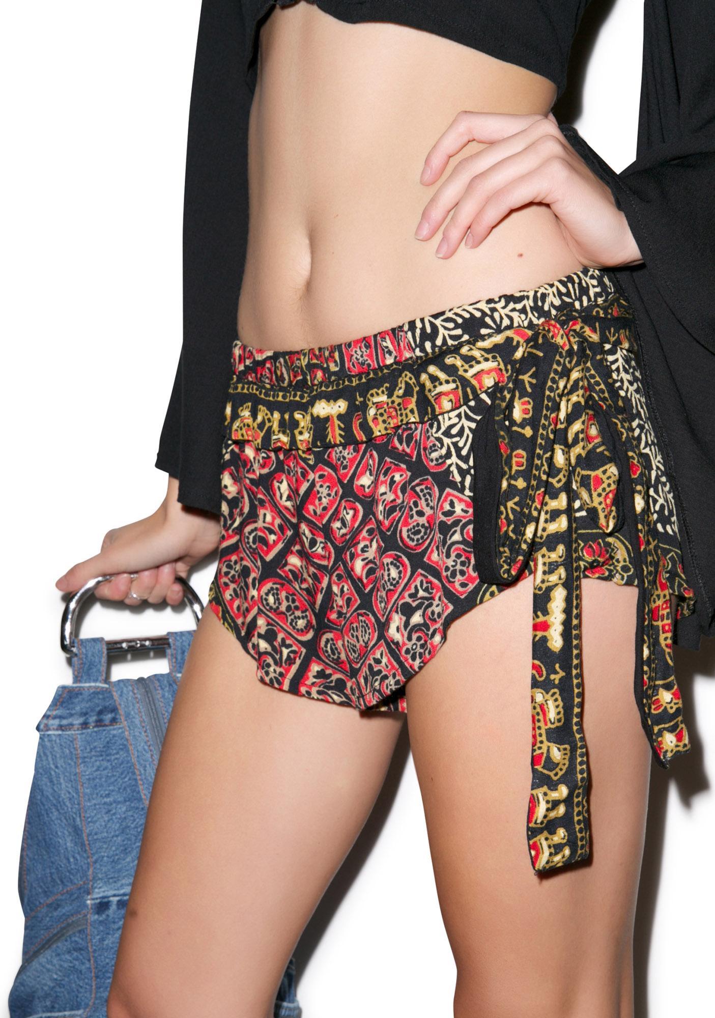 Yireh Pantai Velvet Shorts