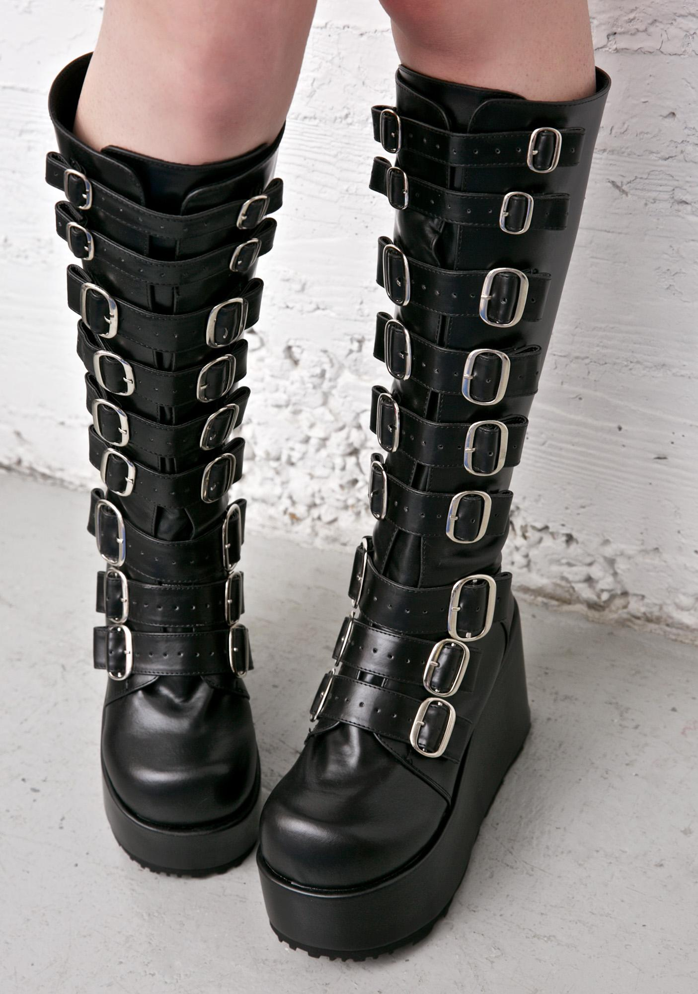 Platform Boots Outfits-As a boot lover myself my wardrobe has its fair share of platform boots, from full knee high gothic styles to simple ankle boots. This article is going to cover some ways in which you can pull of a pair of stunning platforms and with such a vast range of styles, colours and fashions, discovering your perfect platform is a.