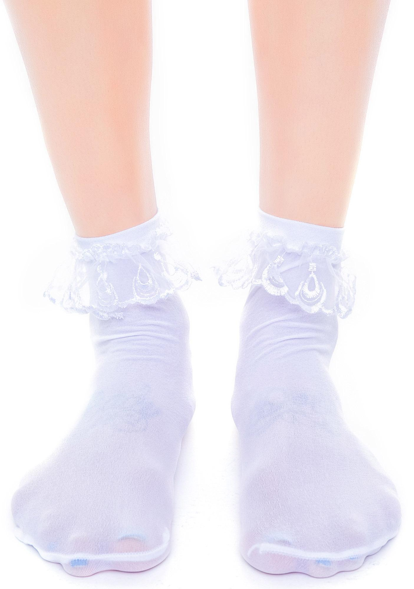how to put lace on socks