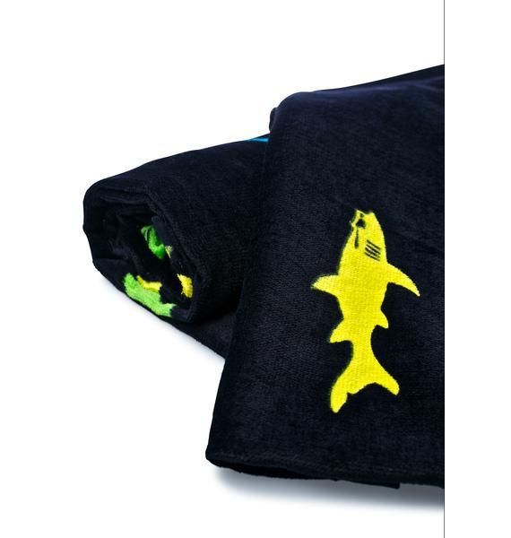Maui and Sons Straight Shark Towel